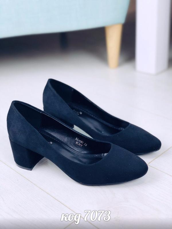 Изящные черные туфли на удобном каблуке - Фото 2
