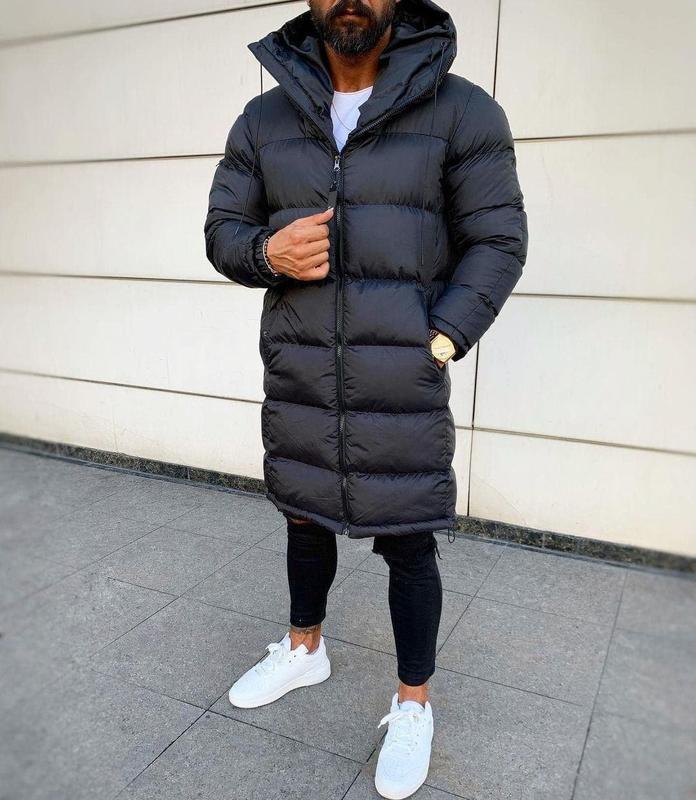 Мужская зимняя удлиненная куртка черного цвета - Фото 2