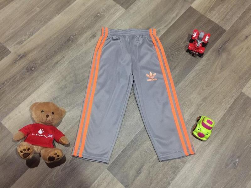 Спортивные штаны adidas ,утепленные ,на 3 года.состояние новых!