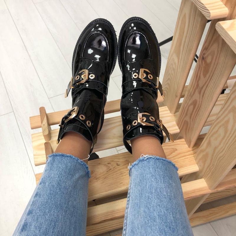 Женские ботинки, кожаные, лаковые, черные, на ремнях - Фото 2