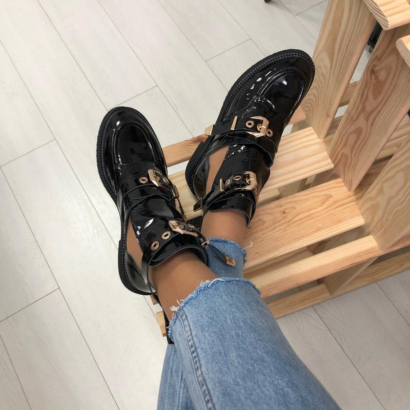Женские ботинки, кожаные, лаковые, черные, на ремнях - Фото 3