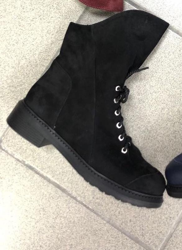 Женские демисезонные нубуковые ботинки с затиранием носа и пятки