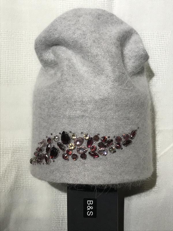 Красивая нарядная стильная шапочка