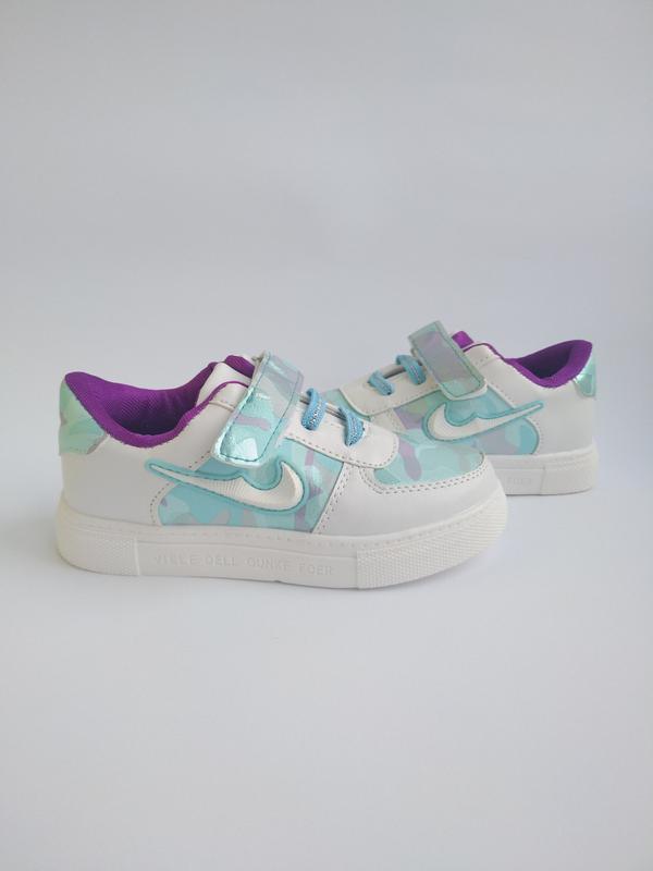 Стильные кроссовочки на девочек.