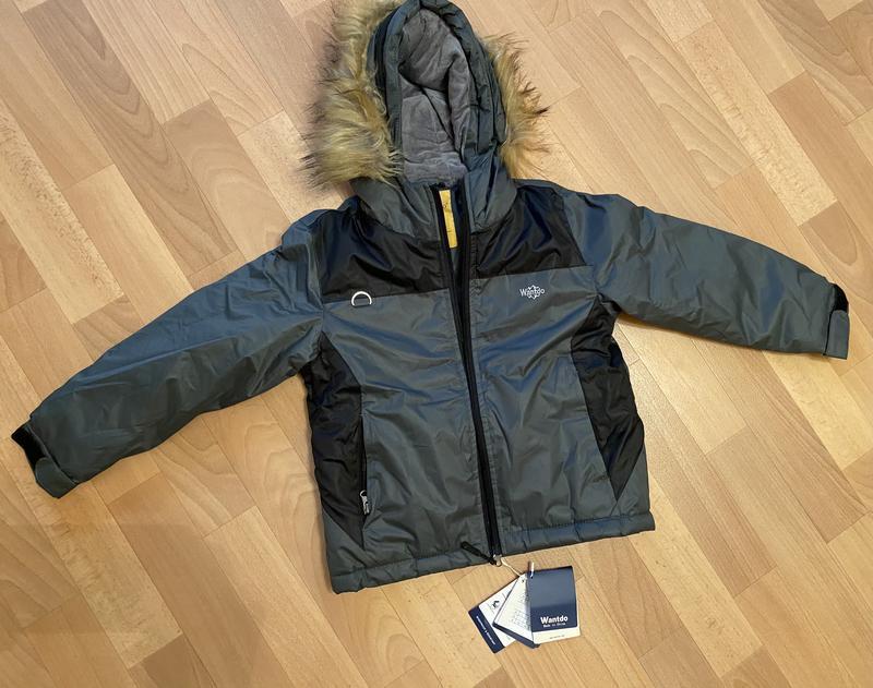 Куртка зимняя на мальчика 4-5 лет.