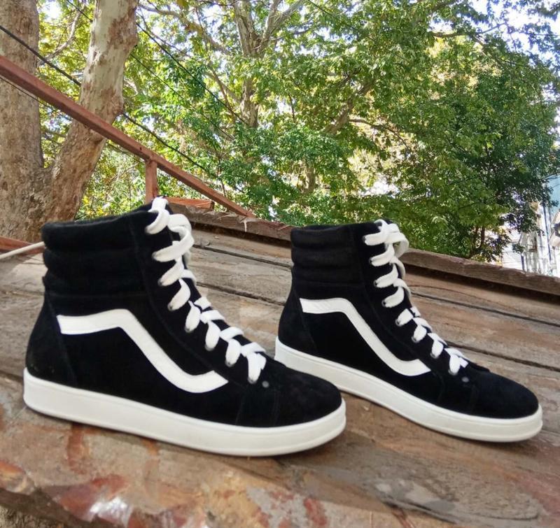 Замшевые ботинки спортивного кроя
