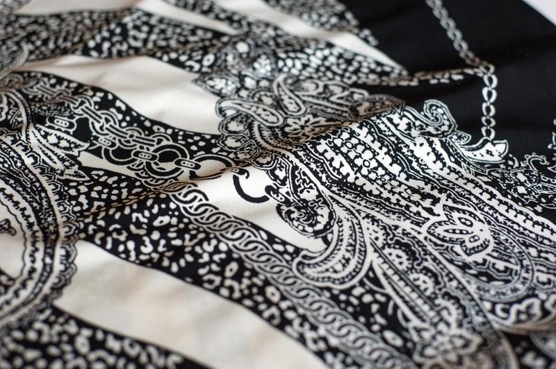 Красивенное черно-белое платье с принтом c&a, размер м - Фото 6