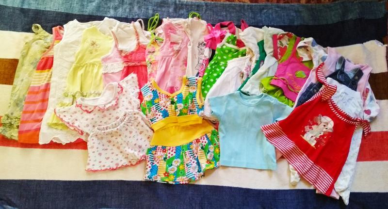 Пакет вещей на девочку.платья,туники,бриджи, футболки, человек...
