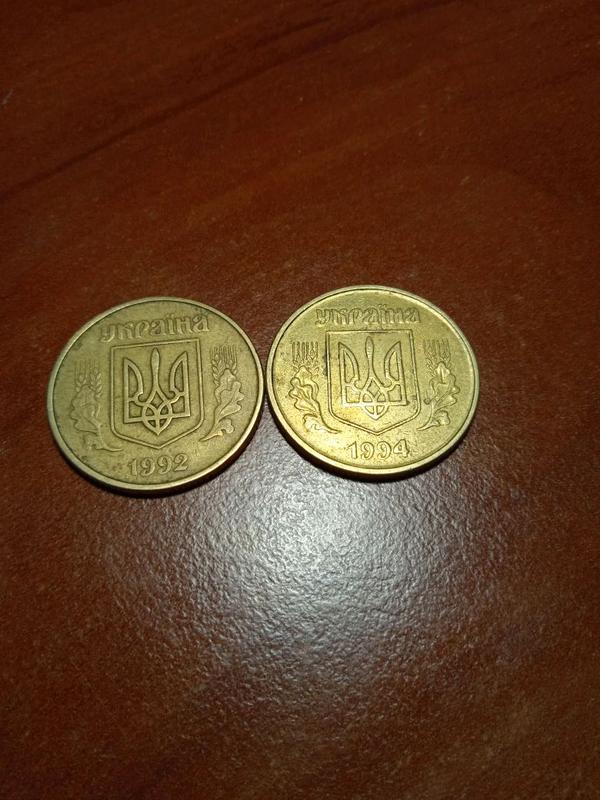 Продаю монеты 50 копеек 1992 1994 года гурт крупный 7 насечек