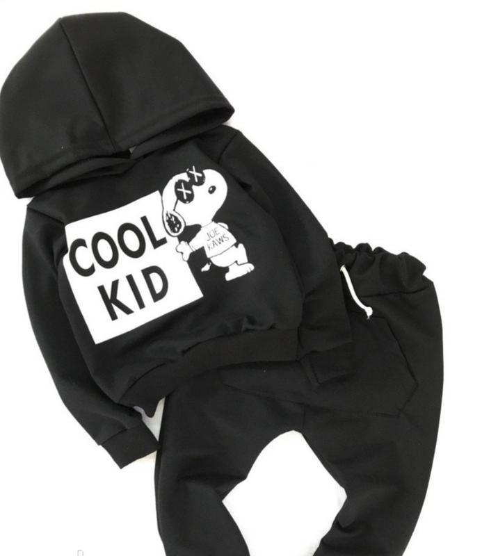 Черный костюм на мальчика