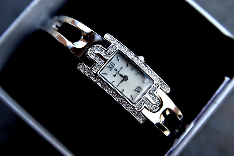 Скидка! женские часы браслет bulova с цирконием. подарок девушке