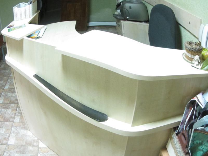 Продам ресепшн (стол для администратора)