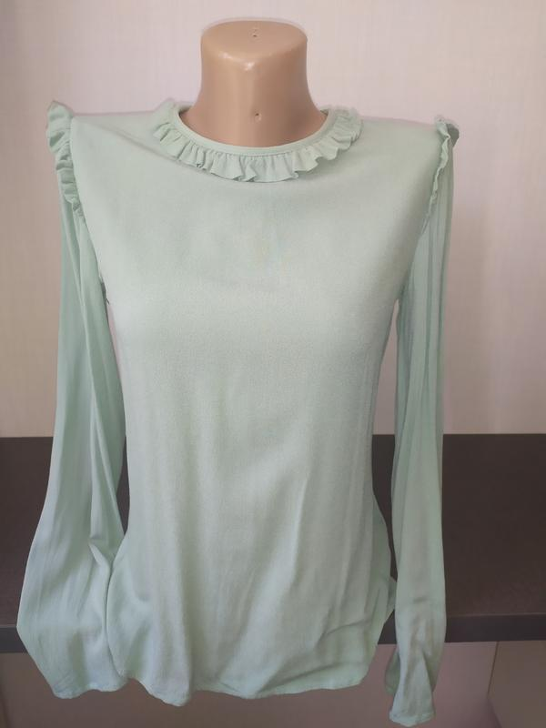 Красивая блуза с рюшами benetton