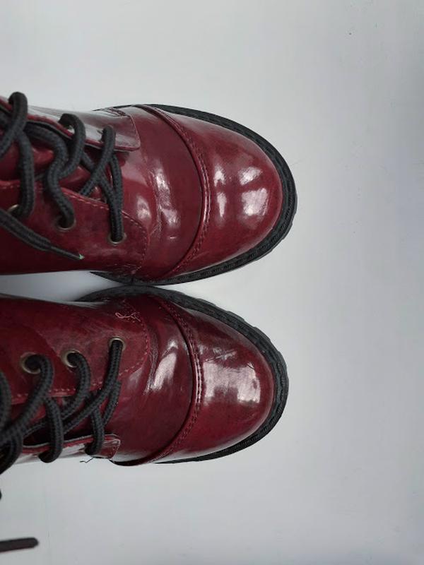 Бордовые лаковые ботинки на каблуке со шнуровкой atmosphere - Фото 4
