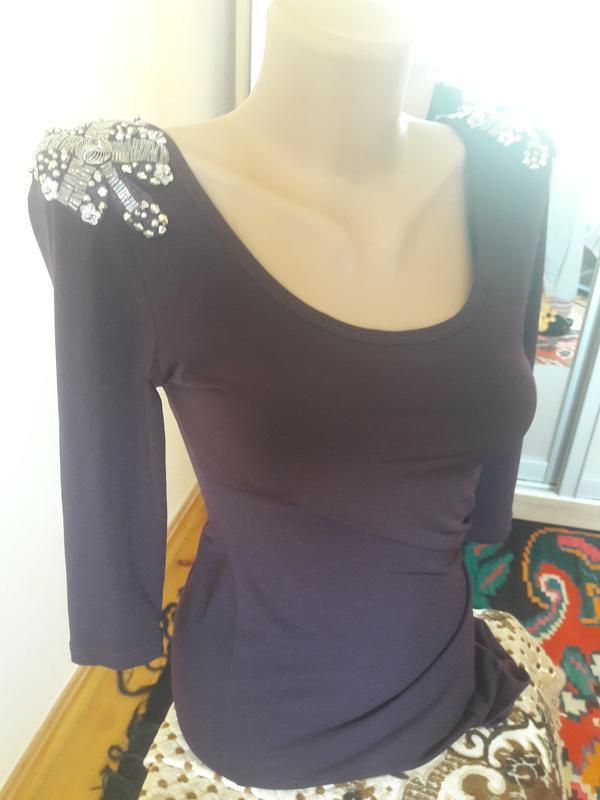 Шикарне плаття на вихід марсала (облягаюче) з нашивками коротке