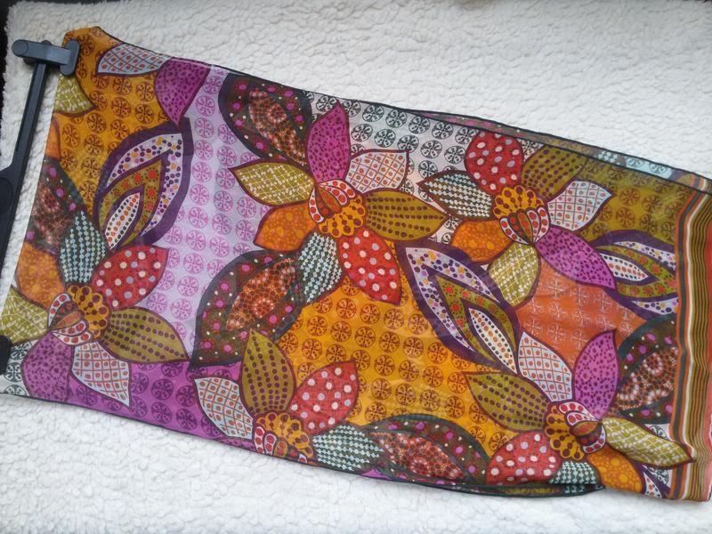 Яркий шелковый шарф codello