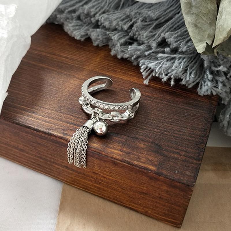 Крутое кольцо с подвеской-кулоном кистью