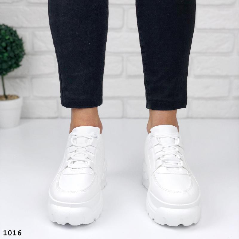 Стильные белые кроссовки на платформе - Фото 2