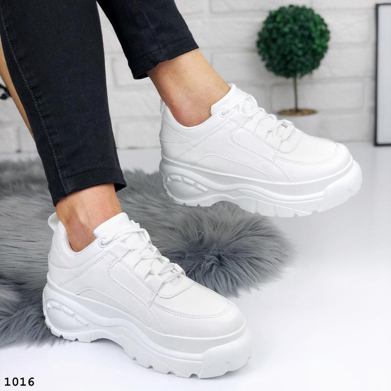 Стильные белые кроссовки на платформе - Фото 3