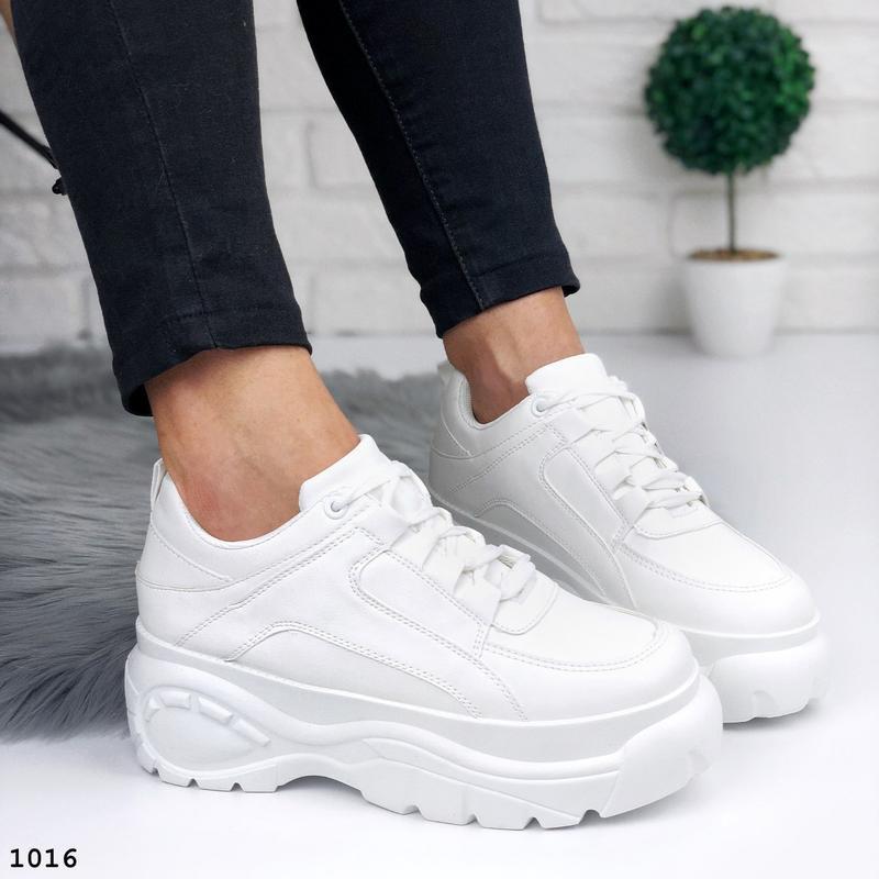 Стильные белые кроссовки на платформе - Фото 6