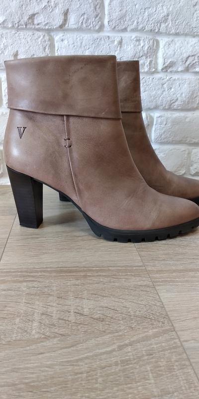 Женские осенние ботинки VENTURINI