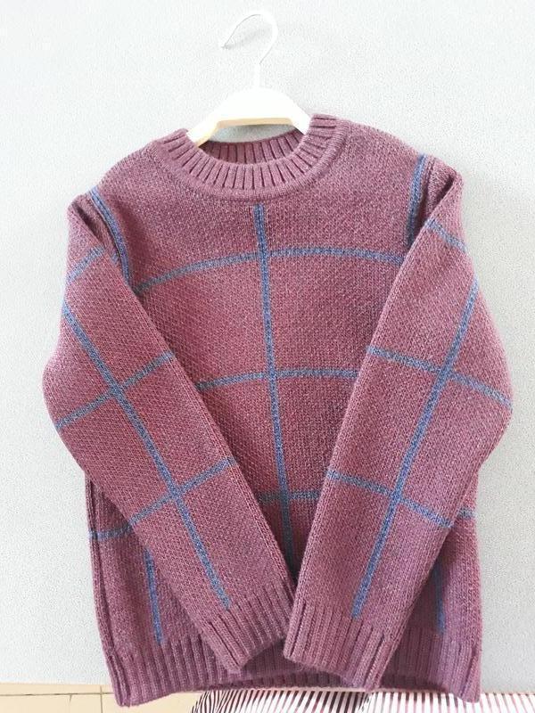 Теплый свитер в большую клетку