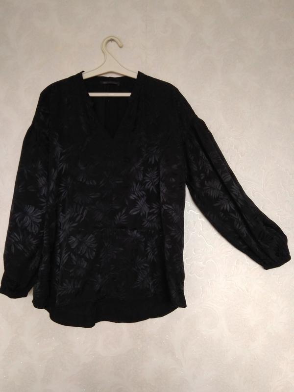 Стильная принтовая блуза блузка с интересными рукавами бренда ...