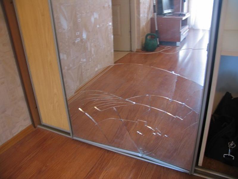Замена зеркала в шкафу купе Киев