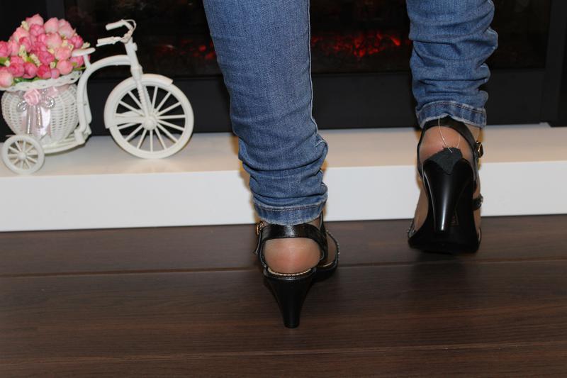 Босоножки женские черные на каблуке - Фото 3