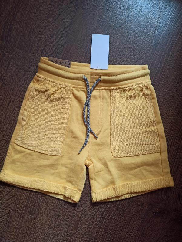 Жёлтые шорты для мальчика на 4/5 лет
