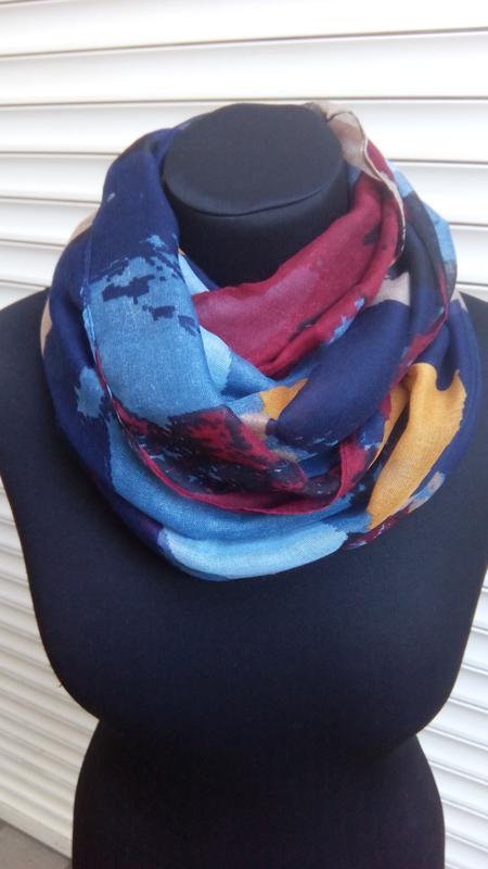 Яркий снуд круговой шарф хомут бордо синий в наличии - Фото 4