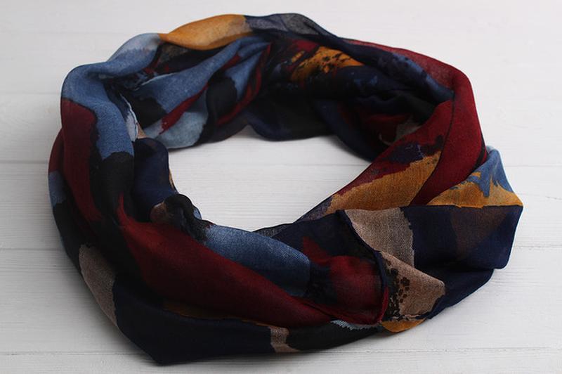 Яркий снуд круговой шарф хомут бордо синий в наличии - Фото 6