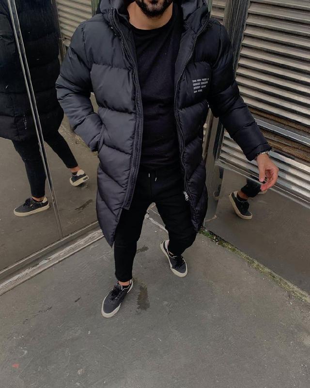Мужская зимняя удлиненная куртка черного цвета - Фото 7