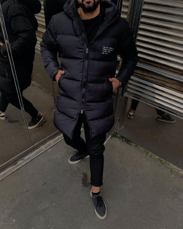 Мужская зимняя удлиненная куртка черного цвета - Фото 8