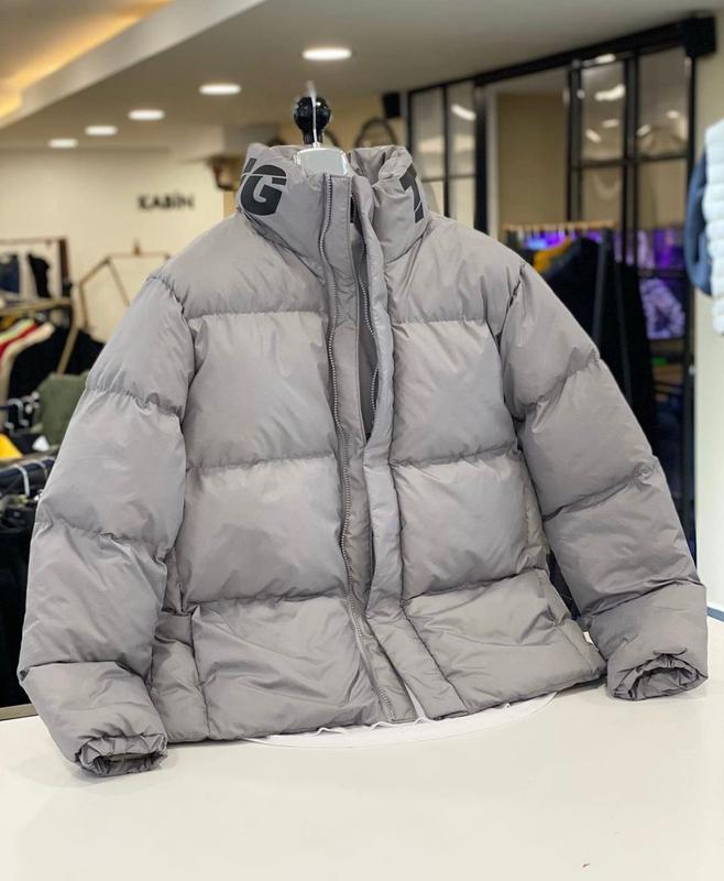 Мужская зимняя куртка оверсайз серого цвета - Фото 3