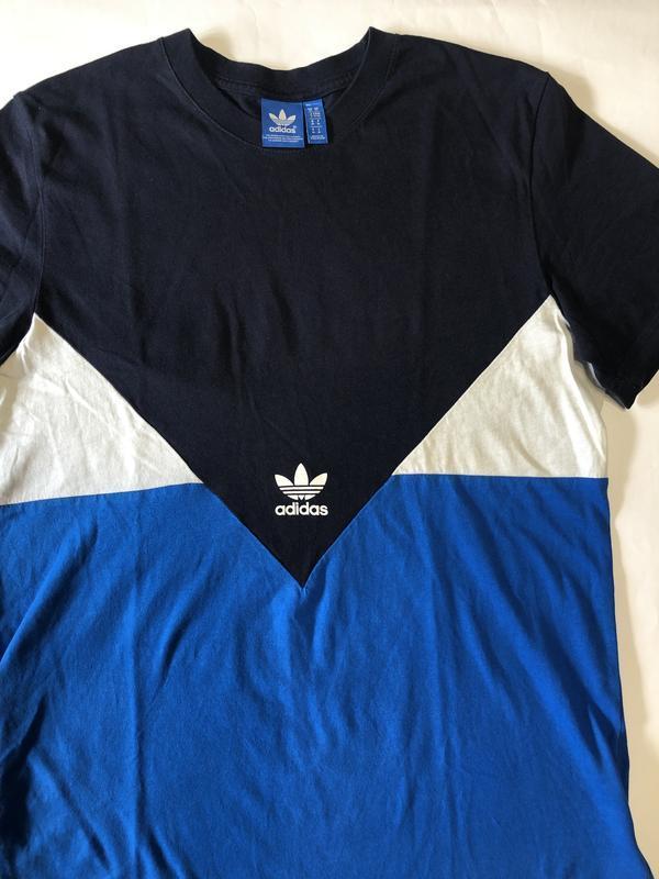 Трёхцветная футболка adidas !