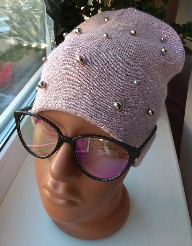 Красивая осенняя шапочка с люрексом и бусинами бини, розовая