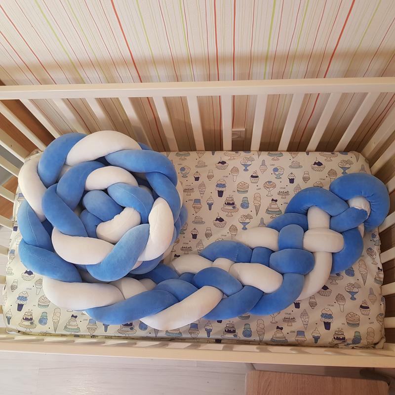 Бортик коса косичка защита бампер в детскую кроватку из велюра - Фото 4