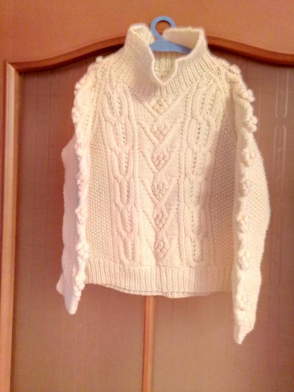 Красивый вязаный свитер/3-4 года