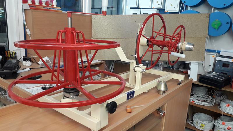 Станок (устройство) для перемотки кабеля и подобных материалов.
