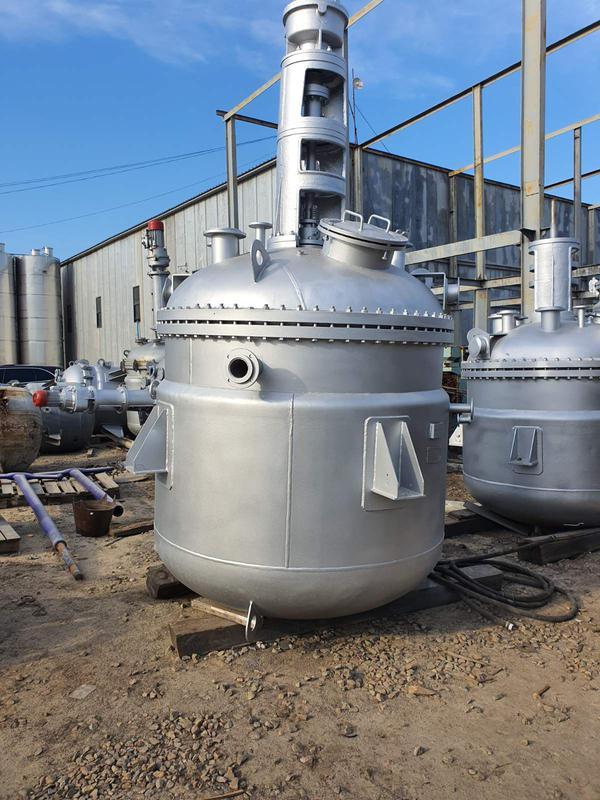 Реактор из нержавеющей стали 3,2м3. Реакторы из нержавейки 2,5м3.