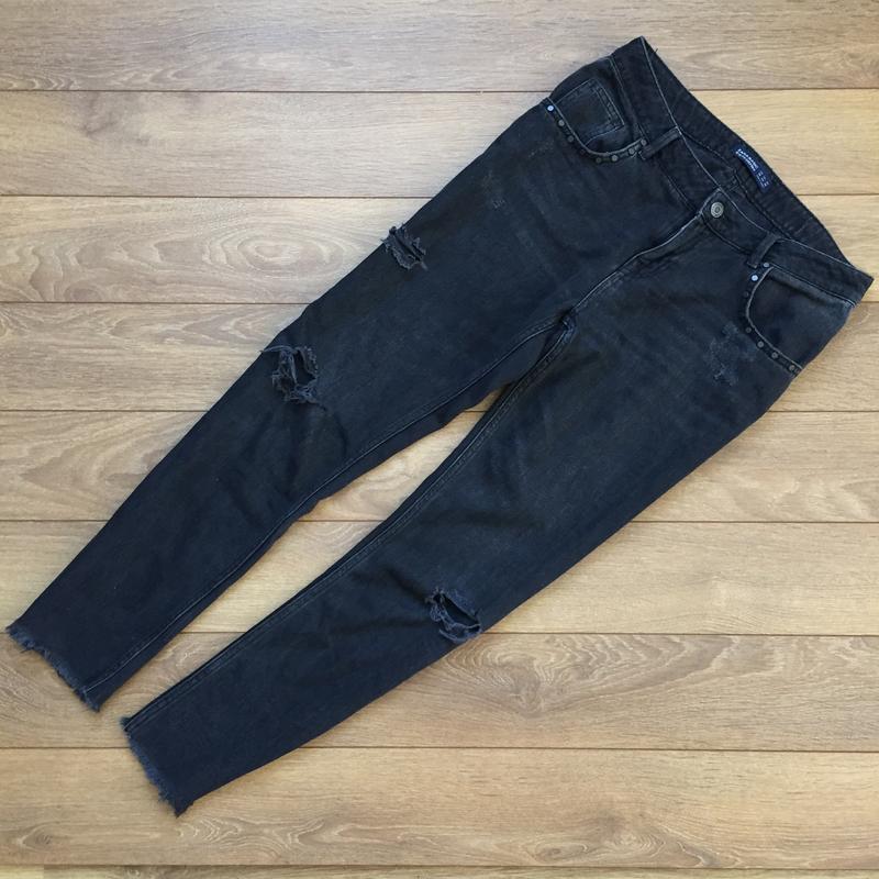 Стильнейшие джинсы  с потёртостями от zara