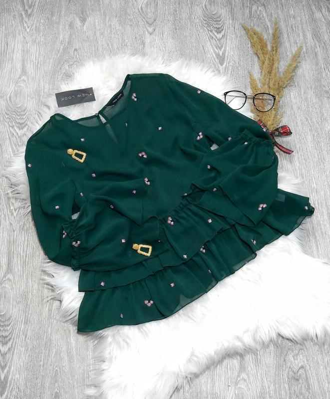 Блузка изумрудного цвета вышивка рюши new look