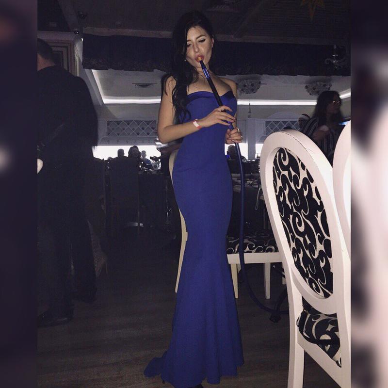 Эффектное вечернее платье в пол со шлейфом - Фото 4
