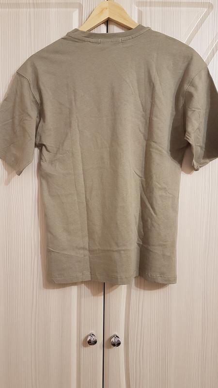 Стильная широкая футболка zara цвета хаки - Фото 3