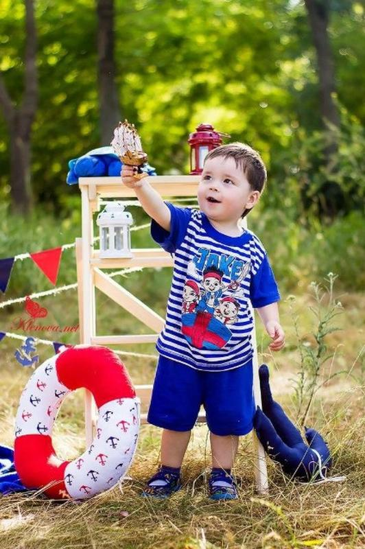 Летний костюм в полоску для мальчика