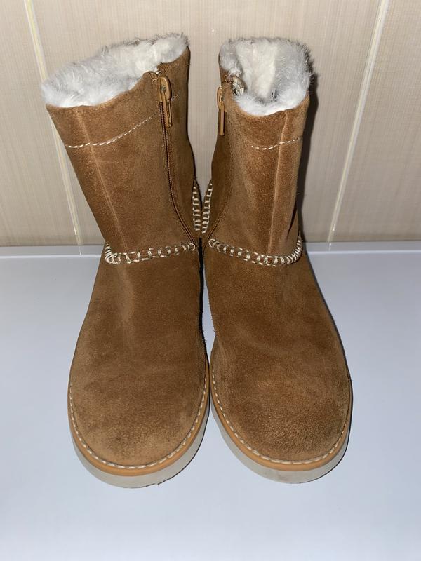 Демисезонные замшевые ботинки сапоги на девочку clarks