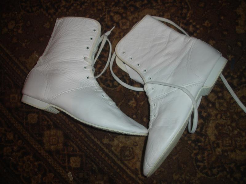 Кожаные стильные деми ботинки на 36-37 размер