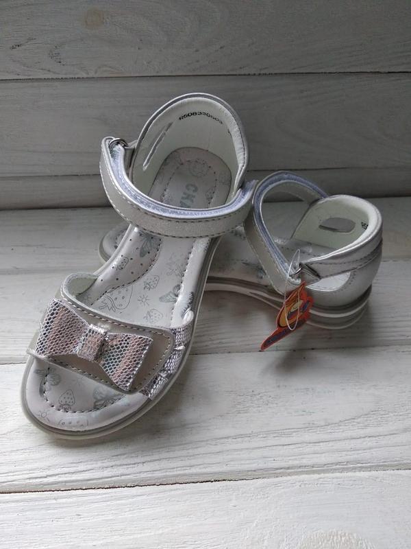 Открытые серебряные босоножки сказка с бантом твердым задником... - Фото 8