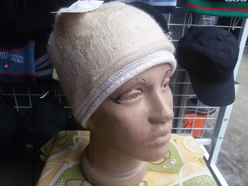 Женская шапка maxval в наличие.